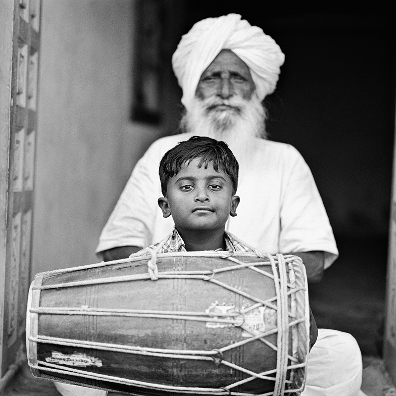 © Christine Turnauer – Naghe Khan and his great-grandson Imran Khan, Manganiyar tribe, India, 2015