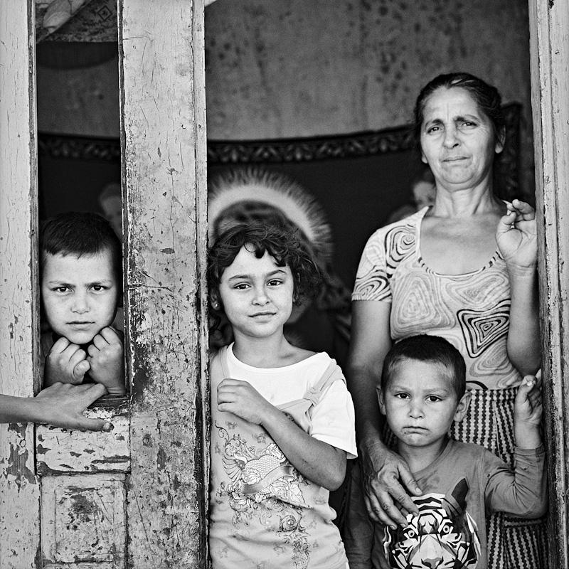 © Christine Turnauer – Roma family, Santa Georgia, Transylvania, Romania, 2016