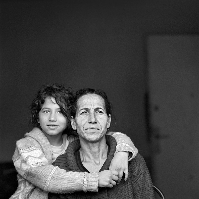 © Christine Turnauer – Sunita and her mother Iliria, Roma Gurbeti, Fushe, Kosovo, 2016