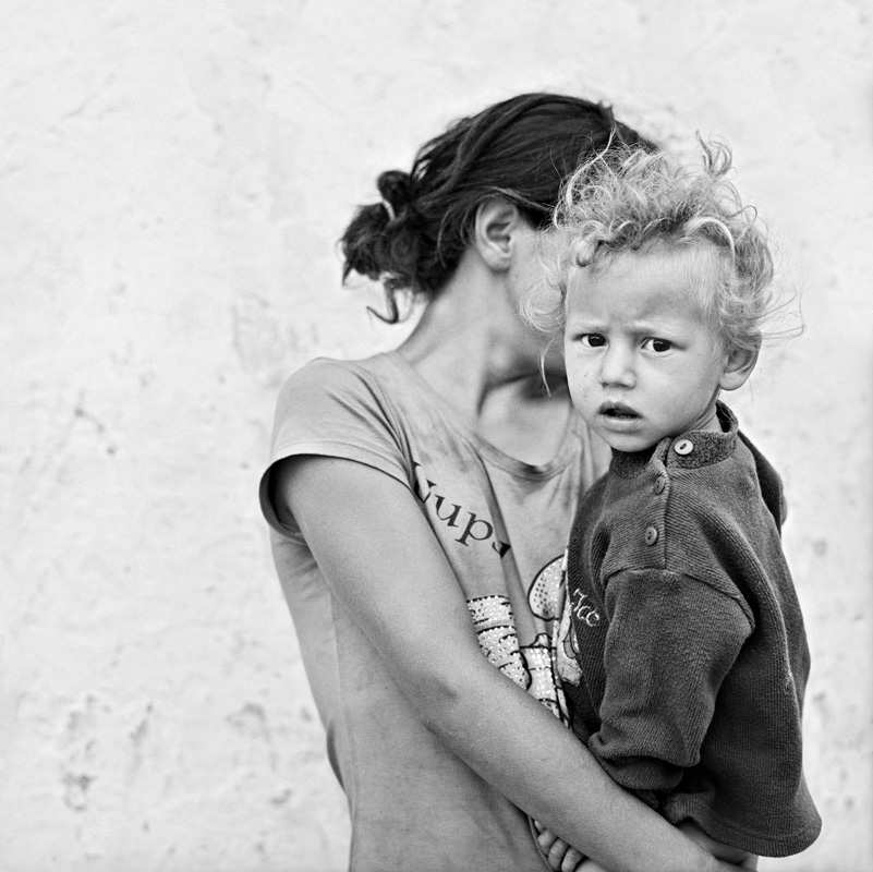 © Christine Turnauer – Alexandina and her brother Adrian, Tsigani, Mures County, Romania, 2014