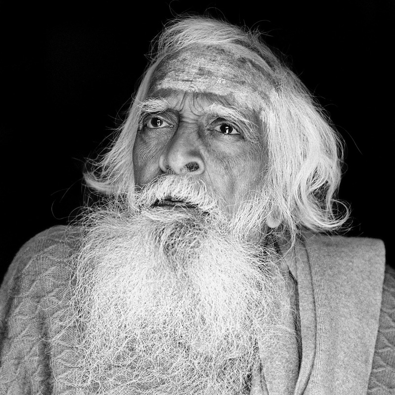 © Christine Turnauer – Swami Shantananda, Vashistha Guha cave, Rishikesh, India, 2011, Coal pigment print