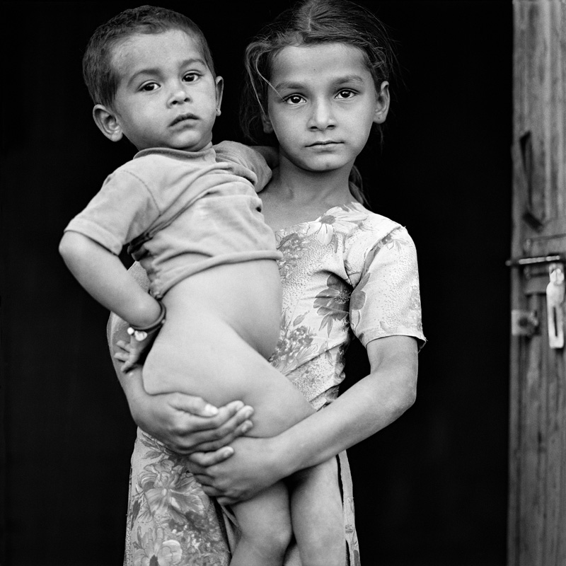 © Christine Turnauer – Young girl with her brother, Rajasthan, India, 2015