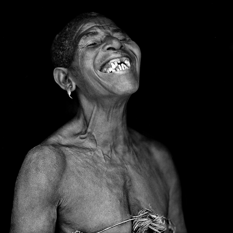 © Christine Turnauer – Awookoo, herbalist, Bayaka Pygmy, Central African Republic, 2012, Coal pigment print