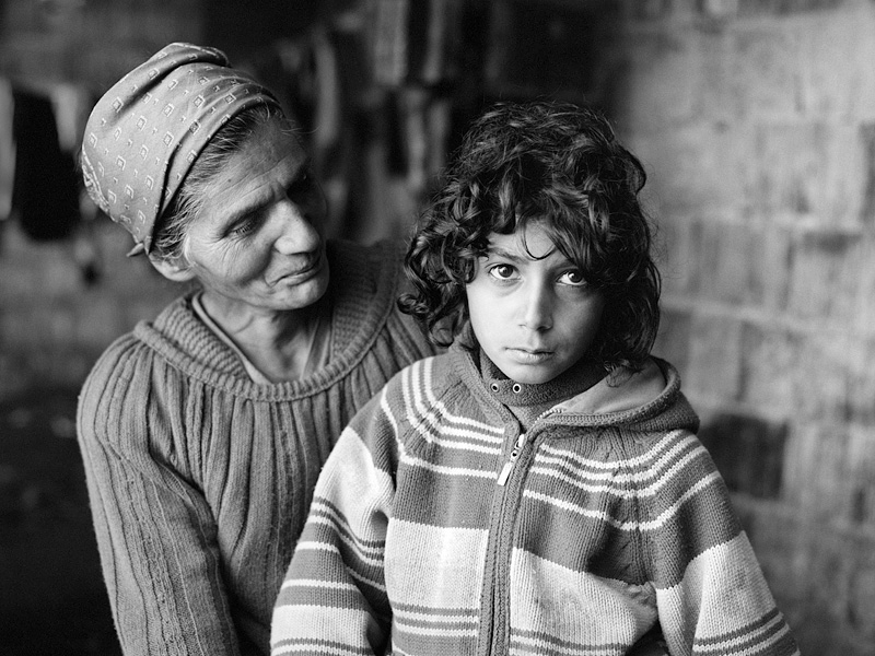 © Christine Turnauer – Djevrija with her daughter Selma, Roma Bugurdzi, Gracanica, Kosovo, 2016