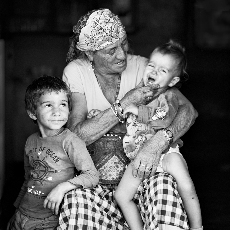 © Christine Turnauer – Zage and her grand children, Konik, Montenegro, 2016